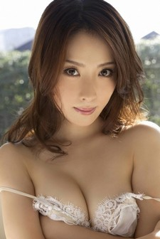Saki Seto. Click image to view all her images :).