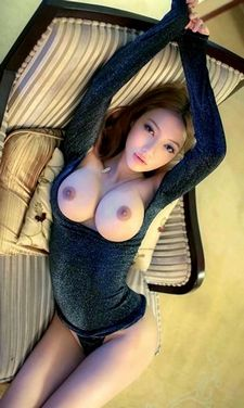 Lovely asian big tits in pic.