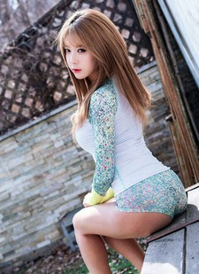 Finally a new picture pack of Korean model Heo Yun Mi for you.