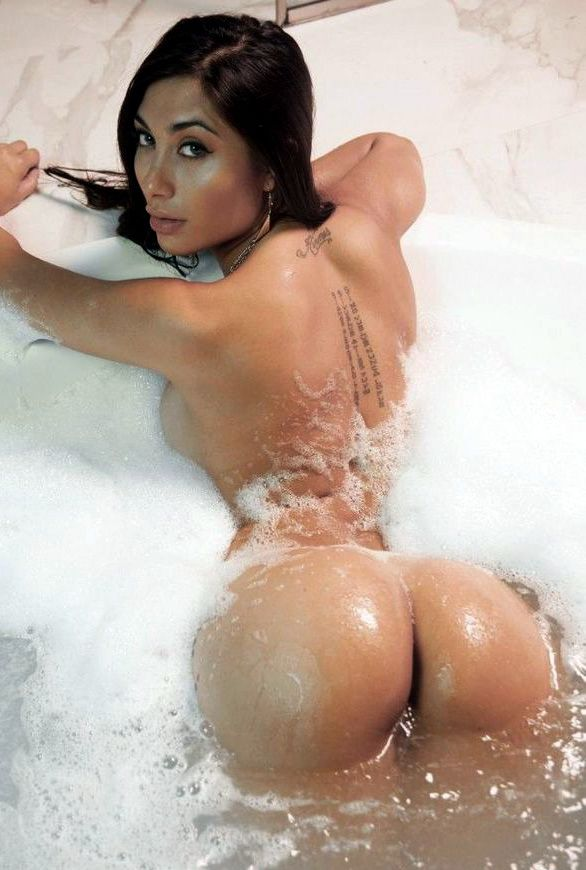 Mixed wet babe in bath showing her pussy.