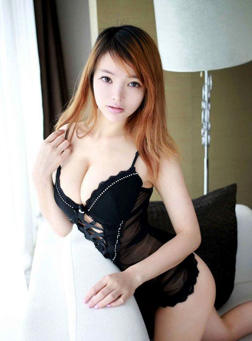 It's a photo update on popular Chinese girl Li Ling, who is also known as Wai Wai. Other..