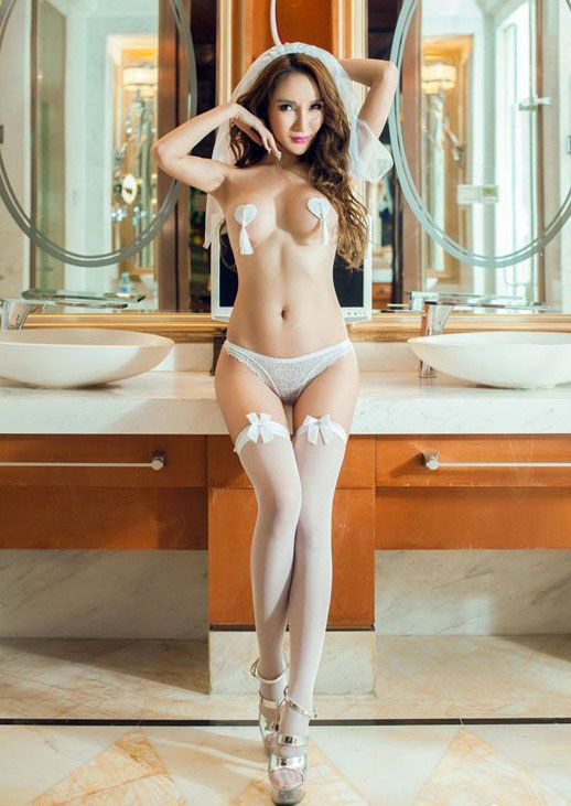 Another update post of Chinese model Chen Yi Man. There are various lingerie and..