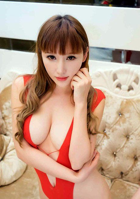 Si Dai Yuan is a beautiful and attractive Asian model and actress from Hubei Province,..