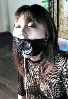 Perfect toy for a perfect fucktoy. You can gag her without interference.